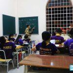 ba giáo bán vé số dạy học